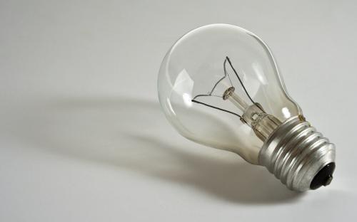 筆尖科學——白熾燈泡為何久用會變暗?