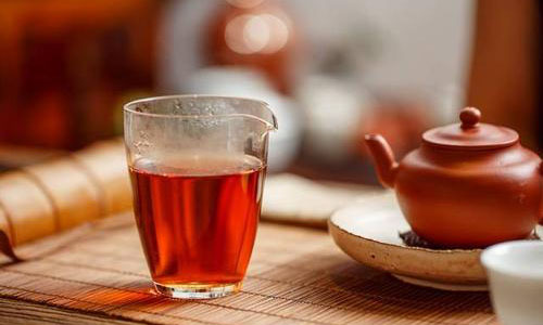 發燒時為什麼不宜喝濃茶?